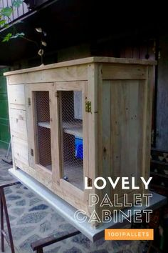 pallets recycled Pallet cabinet with 3 drawers made from several pallet wood planks. - Pallet cabinet with 3 drawers made from several pallet wood planks. Pallet Lounge, Diy Pallet Sofa, Diy Pallet Projects, Pallet Furniture, Pallet Headboards, Pallet Ideas, Pallet Benches, Furniture Design, Recycling Projects