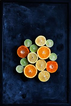 A clementine cake and citrus curd http://www.callmecupcake.se