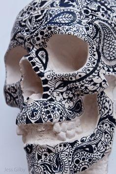 I am not sure if this is one-of-a-kind art or a plaster cast series. Is it an inked human skull as Tattoo Parlor Visual Merchandising or facsimile? Memento Mori, La Danse Macabre, Candy Skulls, Sugar Skulls, Mexican Skulls, Mexican Art, Human Skull, Tattoo Parlors, Skull And Bones