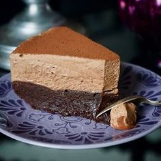 Chocolate mousse cake with scoop cake base- Chokladmoussetårta med kladdkakebotten Chocolate mousse cake with draft cake base Cocoa Recipes, Best Dessert Recipes, No Bake Desserts, Cake Recipes, Chocolate Mousse Cake, Pie Dessert, No Bake Cake, Bakery, Sweet Treats