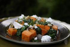 Öthagymás batáta, friss spenóttal, kakukkfűvel, feta sajttal | Reviczky