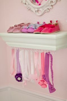 Nursery DIY: Shoe Ledge Headband Holder – Time to … - Baby Clothing Princess Nursery, Girl Nursery, Babies Nursery, Nursery Ideas, Baby Headband Holders, Baby Headband Storage, Nursery Storage, Diy Storage, Diy Bebe