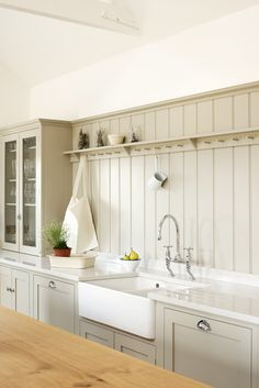 Kitchen colour with white worktop