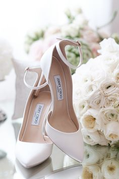 Allow us to introduce you to one of our favorite themes, an effortlessly chic green and white wedding. Organic details and bold details of glamour wins. Wedding Shoes Bride, White Wedding Shoes, Wedding Shoes Heels, Bride Shoes, Casual Wedding, Designer Wedding Shoes, Wedding Pumps, Wedding Garters, Strictly Weddings