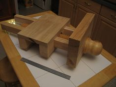 Roubo workbench – A Woodworker's Musings Woodworking Table Saw, Woodworking Software, Woodworking Tools For Sale, Woodworking Basics, Woodworking Equipment, Router Woodworking, Workbench Designs, Workbench Plans, Outdoor Furniture Plans