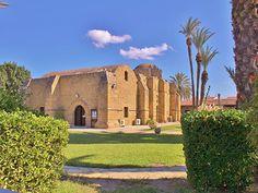 Лакатамия - пригород столицы Кипра, Никосии, расположенный на юго-западе от города.