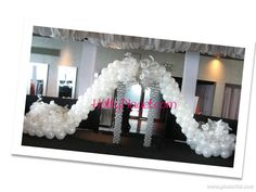 Supersize Stilettos! I had lots of fun creating these for a private event, all set up in different areas. Client wanted silver and white only.  #balloonart #stilettoshoes www.facebook.com/hollynagelentertainment or www.HollyNagel.com