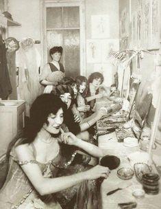 Vestiaires du Moulin Rouge à Paris France en 1924