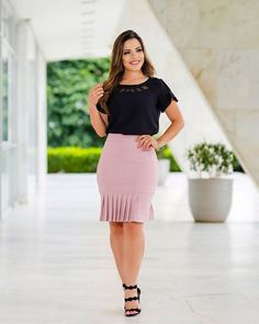 Cute Skirt Outfits, Midi Skirt Outfit, Cute Skirts, Couples African Outfits, Meeting Outfit, Casual Dresses, Fashion Dresses, Curvy Women Fashion, How To Look Classy