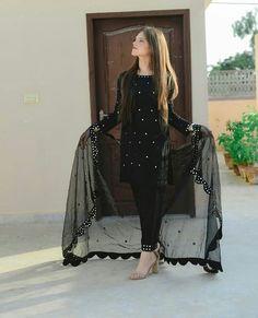 Pakistani Fashion Party Wear, Pakistani Dresses Casual, Indian Fashion Dresses, Pakistani Dress Design, Muslim Fashion, Abaya Fashion, Stylish Dresses For Girls, Stylish Dress Designs, Choli Designs