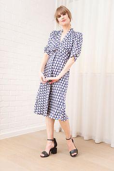 Sable Dress in Blue Fan Print Crepe by Nancy Mac - Bomb Petite Fashion For Petite Women, Petite Fashion Tips, Petite Outfits, Fashion Tips For Women, Womens Fashion, Fashion Outfits, Fashion Trends, Fashion Hacks, 90s Fashion