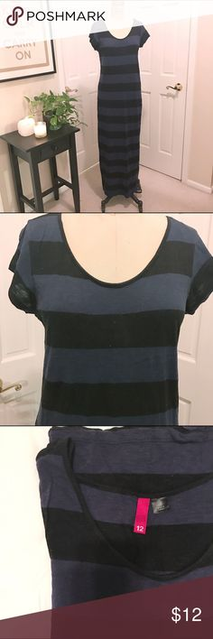 Black and Navy Striped Maxi Tee Shirt Dress, 12 Black and navy tee shirt Maxi dress from H&M. Worn a few times, but in very good shape! Size 12. H&M Dresses Maxi
