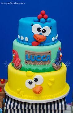 Atelier de Festas: Festa fazendinha clean Galinha Pintadinha - Lucca Farm Birthday Cakes, Farm Animal Birthday, Leo Birthday, Baby First Birthday, Fondant Cakes, Cupcake Cakes, Bolo Fack, Chicken Cake, Character Cakes