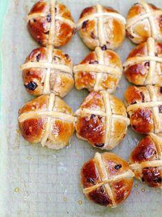 Hot Cross Bun Recipe by Jamie Oliver Cross Buns Recipe, Bun Recipe, Hot Crossed Buns Recipe, Recipe Link, Bread Recipes, Cooking Recipes, Vegetarian Recipes, Hot Cross Buns, Easter Treats