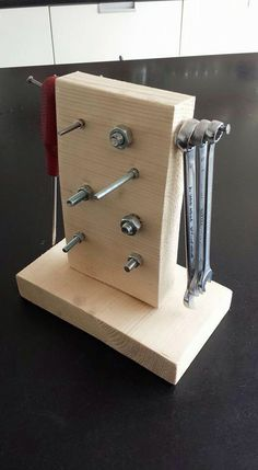 Make your own nuts, bolt & screw stand
