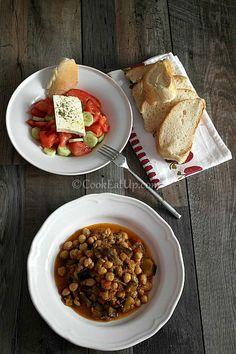 Μελιτζάνες με ρεβύθια, γιαχνί Chana Masala, Chili, Salads, Soup, Chickpeas, Eat, Ethnic Recipes, Drink, Greek Recipes