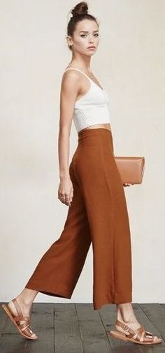 Free the ankle. The Becca Pant is perfect for any occasion and any season. Literally all of your tops will look good with it. This is a crepe, wide-leg pant that we cropped just right for you. It's got a high waist and a hook/zip closure at the side. Street Style Outfits, Casual Outfits, Summer Outfits, Cute Outfits, Culottes Street Style Casual, Holiday Outfits, Winter Outfits, Modest Fashion, Fashion Outfits