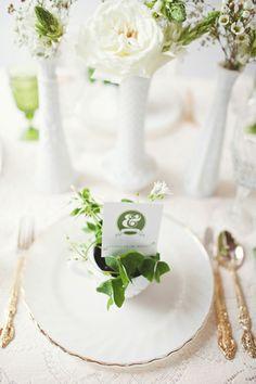 White + Green Wedding #tablescape #eventdecor