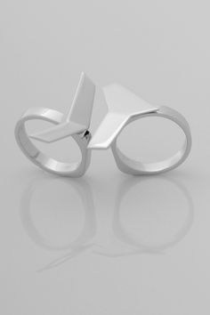 V8 Asymmetric Rings