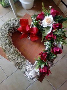 Alkalmi koszorú Christmas Wreaths, Floral Wreath, Holiday Decor, Home Decor, Floral Crown, Decoration Home, Room Decor, Home Interior Design, Flower Crowns
