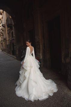 Dream Wedding Dresses, Designer Wedding Dresses, Bridal Dresses, Long Sleave Wedding Dress, Wedding Dress Tulle, Long Gown For Wedding, Gorgeous Wedding Dress, Pretty Dresses, Beautiful Dresses