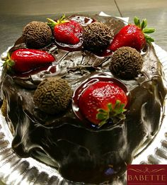 Seu final de semana está sendo tão bom quanto essa torta?🍰🎂❤ #food #instafood #foodporn #gourmet #torta #bolo #cake #cakeboss #pie #cupcake #gordice #fortaleza #padaria #ceara #brazil #chocolate #brigadeiro #aldeora #meireles  Yummery - best recipes. Follow Us! #foodporn