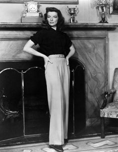 When it comes to the wide-leg pants trend, you don't have to look much further than the style record of Katharine Hepburn for inspiration on how to wear. Katharine Hepburn, Audrey Hepburn, Vintage Outfits, Vintage Wardrobe, Vintage Clothing, Jane Birkin, 1940s Fashion, Vintage Fashion, Chanel Fashion