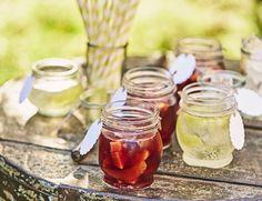 Fruchtig-spritzige Bowle darf im Sommer nicht fehlen. Ob mit oder ohne Alkohol…