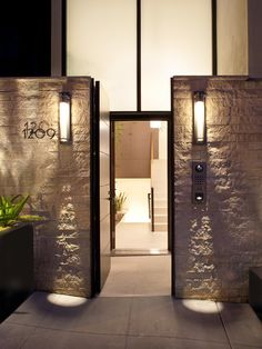 Outdoors: enchanting modern entrance gate design with concrete and wall mounted lighting ideas modern house design ideas home exterior decorating ideas Tor Design, Blitz Design, Design Entrée, Gate Design, Design Ideas, Design Tech, Deck Design, Modern Entrance, Modern Front Door