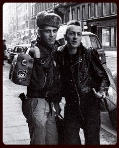 Paul Simonon and Joe Strummer Joe Strummer, Beatles, Marilyn Monroe, The Future Is Unwritten, Paul Simonon, Les Aliens, Mick Jones, British Punk, Irene Dunne