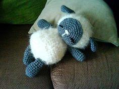 Fuzzy sheep amigurumi pattern. Nice. marillawex