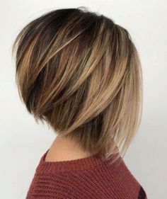 60 Layered Bob Styles: Modern Haircuts with Layers for Any Occasion - Cabello Rubio Bob Style Haircuts, Inverted Bob Haircuts, Layered Bob Hairstyles, Round Face Haircuts, Modern Haircuts, Hairstyles For Round Faces, Hairstyles Haircuts, Medium Hairstyles, A Line Hairstyles