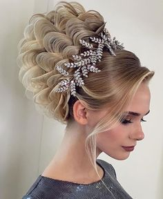 - All For Wedding Hair Style Long Bridal Hair, Bridal Hair Buns, Party Hairstyles, Bride Hairstyles, Cool Hairstyles, Chignon Volume, Hair Due, Professional Hairstyles, New Hair
