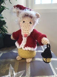 HaakZe: Kerstmuts muis Teddy Bear, Amigurumi Patterns, Toys, Animals, Patrones, Crochet Doll Pattern, Activity Toys, Animales, Animaux