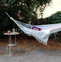夏の暑い日ざしの中、ハンモックに寝ながら、一日中ゆったりしたい・・なんて夢ですよね。私もプライベートビーチに行…