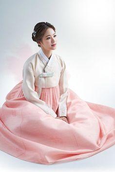 Korean Fashion – How to Dress up Korean Style – Designer Fashion Tips Korean Hanbok, Korean Dress, Korean Outfits, Korean Traditional Dress, Traditional Fashion, Traditional Dresses, Korean Fashion Trends, Asian Fashion, Oriental Fashion
