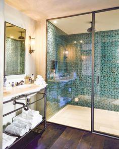 30 Amazing New Moroccan Bathroom Design Ideas - Salle de Bains 01 Bohemian Interior Design, Moroccan Design, Rustic Design, Bohemian Decor, Modern Bohemian, Morrocan Bathroom, Morrocan Decor, Interior Bohemio, Design Marocain