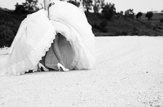 tips for choosing the right wedding shoes that goes with your dress