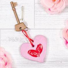 Show your Mum you love her by making this cute Fingerprint Keyring! Homemade Gifts For Mom, Mother's Day Activities, Holiday Program, Mothers Day Crafts For Kids, Craft Free, Mother's Day Diy, Valentine Crafts, Valentines, Mother Day Gifts