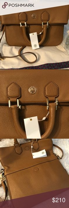 🆕🐿TORY BURCH MESSENGER BAG🐿 The epitome of understated chic, the Robinson Pebbled Fold-over Bag is as polished as it is practical. It can be worn multiple ways: across the body with a strap, carried as a top-handled bag, or used as an oversized clutch. Made of super soft, richly textured leather, the versatile design is finished with a zip-around gusset that allows for some extra room. It has an interior zippered pocket, and two open. Adjustable/removable strap. Comes with dust bag. NO…