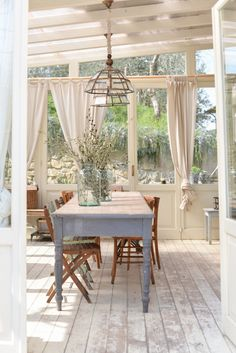 Curtain and rid idea conservatory French Country Living Room, Conservatories, Attic Spaces, Sunrooms, My Dream Home, Rooftop, Porches, Home Interior Design, Building A House