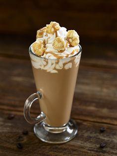 SALTED CARAMEL CAFÉ  Licor Tia Maria, Baileys Irish Cream, xarope de caramelo salgado Monin, coberto com chantilly, pipocas de caramelo e molho de caramelo. #ThisIsHardRock