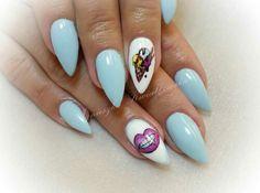 Blue nails icecream lips