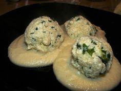 Vegyes saláta: Spenótos túrógombóc sajtmártással