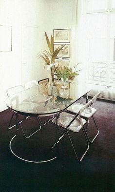 Interior Design and Architecture - The Decorating Book 1981 I love the table 1980s Interior, Home Furniture, Furniture Design, 70s Decor, Home Decor, Interior Decorating, Interior Design, Decorating Bathrooms, Vintage Interiors