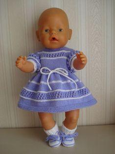 BABY BORN JURKJE NR. 2 Kleur Roze Jurkje, Broekje, en Slofjes Prijs € 6,00 (excl. verzendkosten)