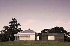 Studio Moore adds a meticulously crafted pavilion to a heritage house in Gippsland.