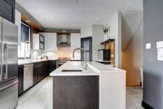 Miro Cuisines Tendances - Projet 02 Miro, Armoire, Kitchen Island, Home Decor, Modern Kitchens, Trends, Clothes Stand, Island Kitchen, Decoration Home
