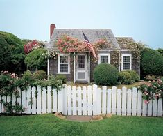 rose cottage on nantucket | gardenista