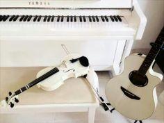 Adoro questi strumenti, ho la tentazione di sfiorare quel piano